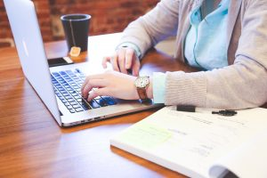 live chat agents: busy business owner