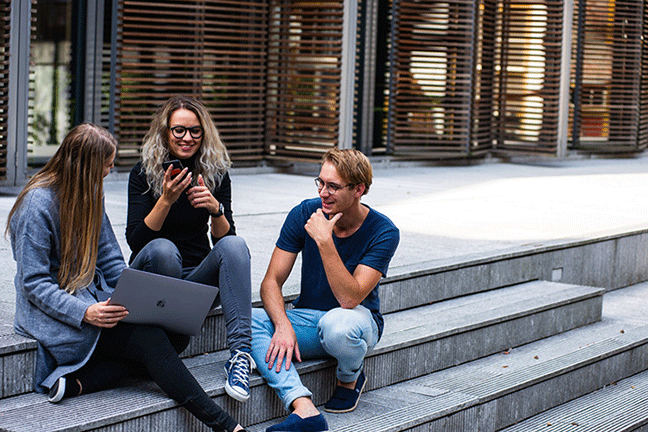 Students-Talking-With-Virtual-Assistant